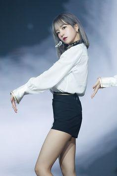Yoon Sun Young, Cute Hamsters, Kim Min, Stage Outfits, Pretty Woman, Kpop Girls, Yuri, Idol, Mini Skirts