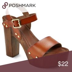 🎉HP🎉NWT Women's Cali Quarter Strap Sandals NWT and so stylish! Wood look sole. Fit true to size. Mossimo Supply Co Shoes Sandals