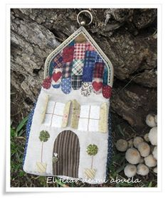 Decoupage, Diy Ideas, Purses, Christmas Ornaments, Holiday Decor, Scrappy Quilts, Wallets, Fabric Purses, Drip Tip