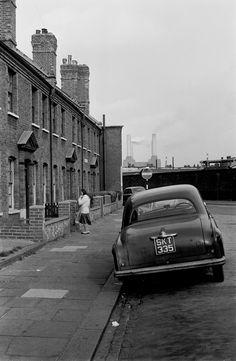 LONDON LIFE - Leaning Car - Battersea - 1973
