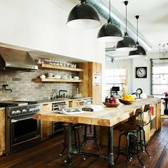 Love the metals and woods? #industrialdecor #kitchen #interiordesign #fixerupper #myrtlefield #mompreneur #interiors #homedesign #interiordecor #homestaging #homeinterior #staging #realestate #realestateutah #utahrealtor #stagedhomes #designinspo #propertystaging #homestyle #interiordesigner #propertystyling #utahbusiness #ladyboss #entrepreneur