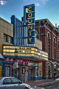 Doylestown Pennsylvania, Bucks County Pennsylvania, Vintage Movie Theater, Vintage Movies, Wonderful Places, Great Places, Cinema Architecture, Vintage Neon Signs, Art Deco