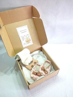 This is a beautiful baby girl gift box set with shoes and teething ring, perfect as newborn gift ideas.  It contains a pair of baby girl summer shoes and an elephant teething ring, both in a great babyshower gift box.  This cute Elephant teething ring is made in natural wood, is very