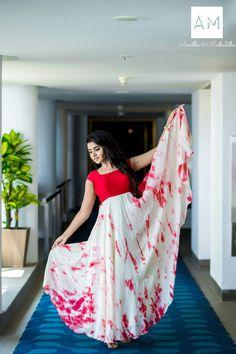 Actress Anupama Parameswaran photo shoot stills in Asmitha and Madhulatha design. Anupama Parameswaran photo shoot stills. Long Dress Design, Dress Neck Designs, Blouse Designs, Frock Models, Kalamkari Dresses, Long Gown Dress, Long Frock, Half Saree Designs, Fashion Clothes