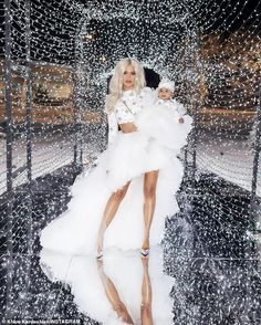 Khloe Kardashian poses with Kanye West and David Chappelle as baby daddy Tristan Thompson not there Estilo Khloe Kardashian, Kardashian Family, Kardashian Jenner, Khloe Kardashian Quotes, Kardashian Photos, Tristan Thompson, Kardashian Christmas, White Tulle Skirt, Kylie Jenner Style