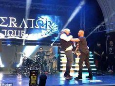 Musica: Il #gangsta #rapper tedesco Kollegah pesta un fan che gli tocca gli occhiali da sole - VIDEO (link: http://ift.tt/2nZOzJd )
