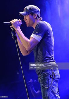 Enrique Iglesias performs onstage during 93.3 FLZ's Jingle Ball 2013 at the Tampa Bay Times Forum on December 18, 2013 in Tampa, Florida.