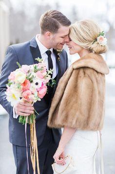 Elegant fur cape for a winter wedding | Volume 12 / effortless