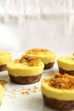 Mango and Turmeric Raw Cupcakes (grain-free & vegan)