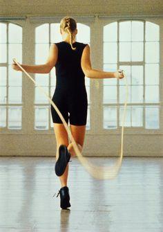 La corde à sauter permet de faire travailler tous les muscles sans les gonfler et affine la silhouette. Elle améliore aussi fortement l'endurance. Voici 6 bonnes raisons de s'y mettre.