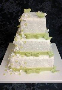544. Svatební dort s motýlky (8000 g, 3200 Kč).