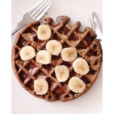 Banana cinnamon buckwheat waffles for our Sunday morning, topped with lots of clean chocolate sauce, almond butter and banana slices. I used 1/4 cup buckwheat flour, 1/2 banana, 1/2 tsp baking powder, 1/3 cup nut milk, 1 tbsp flax seed. For the choc sauce, mix 2 tbsp cocoa and mix with coconut milk, for Jared I add in a little raw honey too. #waffle #breakfast