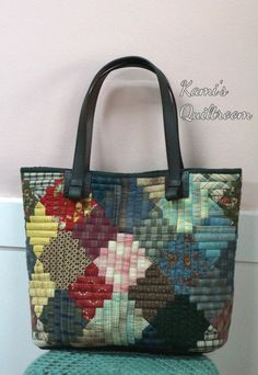 [very large size] Designed by Anna Studio. It was designed in 2012 and Many Korean quilters have – SkillOfKing. Crazy Patchwork, Patchwork Bags, Quilted Bag, Japan Bag, Rag Quilt Patterns, Bag Packaging, Linen Bag, Denim Bag, Fabric Bags