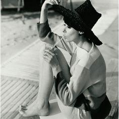 Audrey Hepburn by Henry Clarke for Vogue back in 1961 Divas, Vogue Uk, Moda Vintage, Vintage Vogue, Vintage Black, Vintage Glamour, Hippie Style, Cali Style, Seaside Style