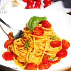 The cherry tomatoes spaghetti are almost a miracle. A quick and easy recipe - a pillar of the Italian cuisine - created to exalt the few ingredients that...