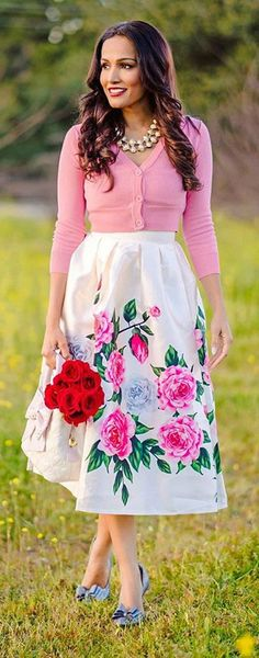 Give a nod to the best part of spring in this peony printed midi skirt. Retro Felicitous Peony Printed Midi Skirt featured by Stylestories.me Blog