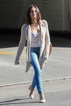 Pro hoofer: Jenna Dewan Tatum played up her dancer's legs in skintight faded jeans when she was photographed in Los Angeles on Wednesday Jenna Dewan, Dancer Legs, Stylish Outfits, Fashion Outfits, Girl Outfits, Fashion Clothes, Womens Fashion, Fashion Trends, Unique Outfits