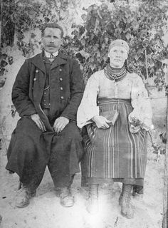 Jan and Apolonia Kałan - married couple from the gmina (district) of Sanniki, Poland wearing their traditional clothing, c. From the collections of the Mazovian Museum in Płock [source].