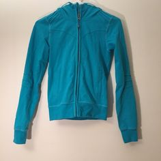 ✨ Closet Clearout! Lululemon Hoodie In new condition. Teal lululemon hoodie with pintucked detailing. Headphone hole in pocket. Either it doesn't have the size inside or I can't find it but it's either a 2 or 4. lululemon athletica Tops Sweatshirts & Hoodies