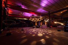 Envie de faire danser vos invités lors de votre évènement ?  Éclairage, ambiance, mise en place, conception et réalisation par nos équipes.  Il n'y a plus qu'à engager le DJ.   Réf: dance-floor