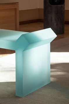 French Furniture, Design Furniture, Pool Studio, Plexiglass, Big Bedrooms, Vases, Mood Images, Table Design, Paris Design