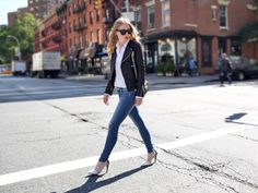 Classic skinny blue jeans. #style #street #heels
