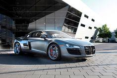 En 2013, Audi présentera une nouvelle version de sa célébre AUDI R8. En attandant, le fabricant allemand a produit 50 véhicules exclusivement réservés au marché américain : l'AUDI R8 EXCLUSIVE SELECTION