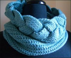 Free Patterns: Cabled Cowl
