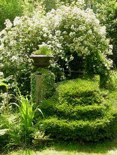 Jardins du manoir de la Chaussée - Arrosoirs et Sécateurs