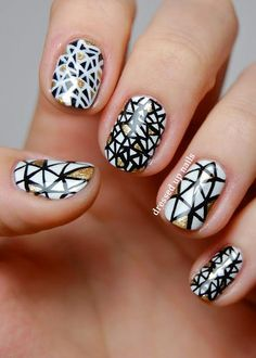 Black+and+White+Nail+Art+Design+with+Touch+of+Gold