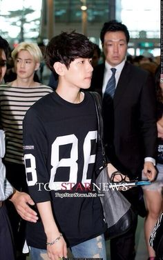 Twitter / EXO_M_K: [140628] Baekhyun at Incheon Airport cr : topstarnews