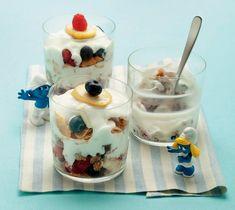 Yogurt con frutta, cereali e miele