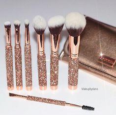 Bling It On Brush Set by Morphe Brushes . Bling It On Brush Set by Morphe Brushes . Fancy Makeup, Rose Gold Makeup, Cute Makeup, Grey Makeup, Makeup Guide, Beauty Makeup Tips, Makeup Supplies, Makeup Tools, Makeup Box