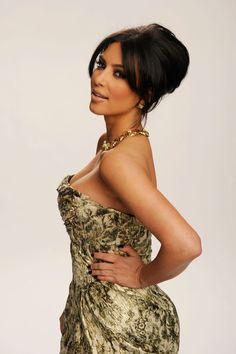 Kim Kardashian's best beauty looks Kim Kardashian Eyebrows, Kim Kardashian Hot, Kardashian Dresses, Kardashian Family, Bun Hairstyles, Wedding Hairstyles, Ghd Hair, Fashion Idol, Trending Haircuts