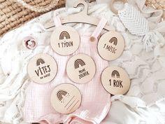 """8 To se mi líbí, 0 komentářů – Woodness Decor (@woodnesscz) na Instagramu: """"Roztomilá sada milníčků pro miminko s motivem duhy 🖤 #novinka #duha #miminko #milnikovekarticky…"""" Sad, Instagram"""