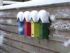 Houten vogelhuisjes met sneeuw!!