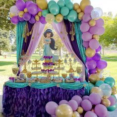Princess Jasmine Balloon garland decoration inspo for a girls Disney birthday party Aladdin Birthday Party, Princess Theme Birthday, Aladdin Party, Birthday Party Themes, Jasmine Birthday Cake, Aladdin Cake, Disney Birthday, 5th Birthday, Jasmin Party