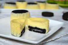Mini cheesecake cu oreo Oreo, Cheesecake, Desserts, Cakes, Food, Treats, Tailgate Desserts, Meal, Cheese Cakes