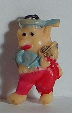 VINTAGE CELLULOID LG PIG PLAYING VIOLIN FIDDLE CHARM Cracker Jack Charm. This is the second of The Three Little Pigs. Still has lots of color.
