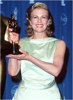 "Oscar 1998 : Kim Basinger- Best Actress in a Supporting Role, ""L.A. Confidential"""