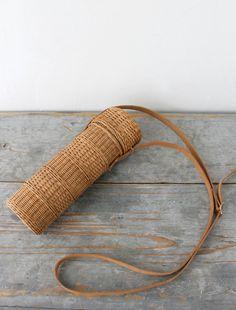 Porta botella de Agua...para colgar un cinturón remachado a la cesta. La tapa adjunta al cinturon, no se pierde