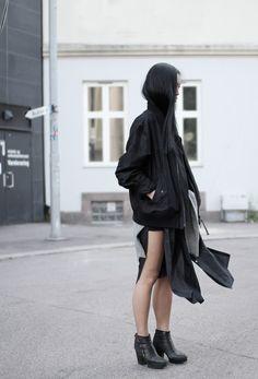 basic black layer look. street style