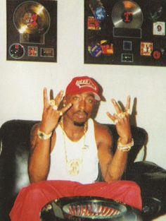 2pac looking like he fina roll up