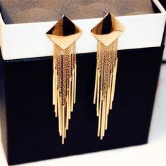 Jewelry Design Earrings, Gold Earrings Designs, Ear Jewelry, Designer Earrings, Jewelry Accessories, Women Accessories, Girls Jewelry, Gold Jewelry Simple, Stylish Jewelry