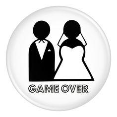 Przypinka Game Over na wieczór kawalerski lub panieński.