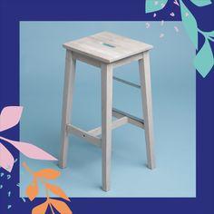 🖌️La customización de mobiliario es el principal uso de la Chalk Paint. . 🎨 Una de las ventajas de esta pintura es su amplia gama de colores, que le permite adaptarse a las tendencias de diseño cada año pero manteniendo la alta calidad que la caracteriza. . Por ejemplo, el uso de colores más intensos o la combinación con madera natural te permitirá adaptar el salón o cocina donde coloquemos estos taburetes. #lapajarita #pinturaslapajarita #pintura #chalkpaint #brico #creatividad #DIY #DECO Stool, Diy, Painting, Furniture, Home Decor, Stools, Design Trends, Natural Wood, Little Birds