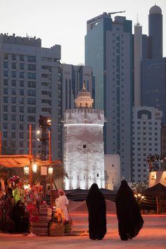 In the heart of modern Abu Dhabi, Qasr Al Hosn takes you back in time.  خذ رحلة عبر التاريخ مع مهرجان قصر الحصن في وسط مدينة أبوظبي الحديثة.