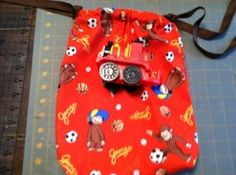Easy Draw-string bag with flat bottom- FREE Tutorial, I need to make one of these for kelsey's soccer stuff.
