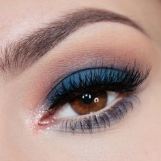 SELDOM, I've not seen yet SUCH A PERFECT BEAUTIFULL GREEN MELANGE eye makeup!. fantastic THIS is were i was looking [...]