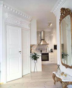 Top French Interior Design Parisian Style Tips! Parisian Apartment, Dream Apartment, Parisian Bedroom, French Apartment, French Interior Design, Design Living Room, French Home Decor, Traditional Decor, Minimalist Decor